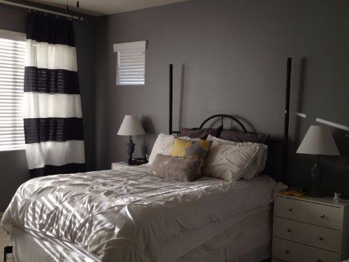 Cortinas blancas y negras para dormitorio de matrimonio